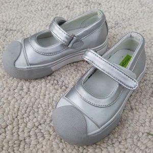 7.5 Morgan & milo silver girls shoes